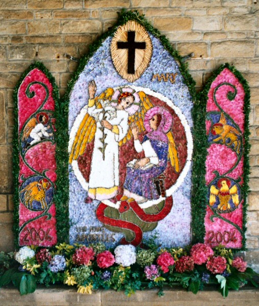 Chesterfield 2004 - St Mary & All Saints Church Well Dressing