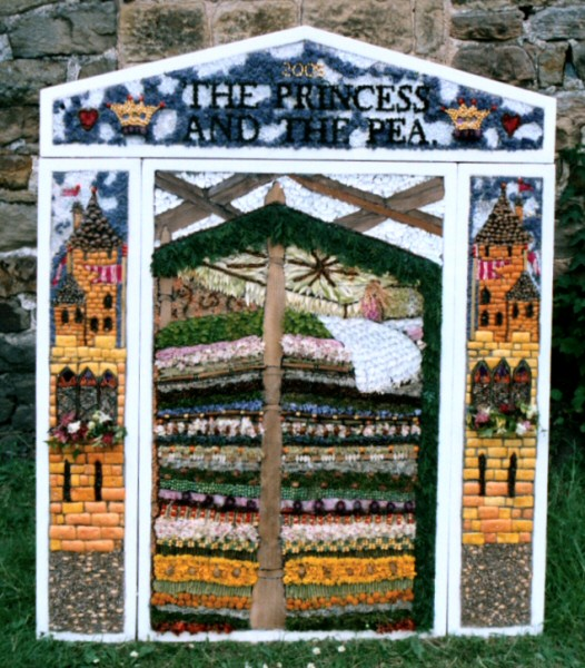 Brackenfield 2005 - Stretton-cum-Handley School Well Dressing