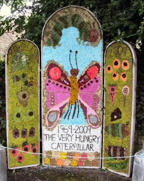 Rowsley 2009 - Primary School Well Dressing