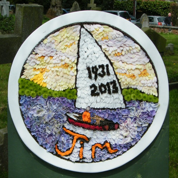 Newborough 2013 - Memorial Well Dressing (2)