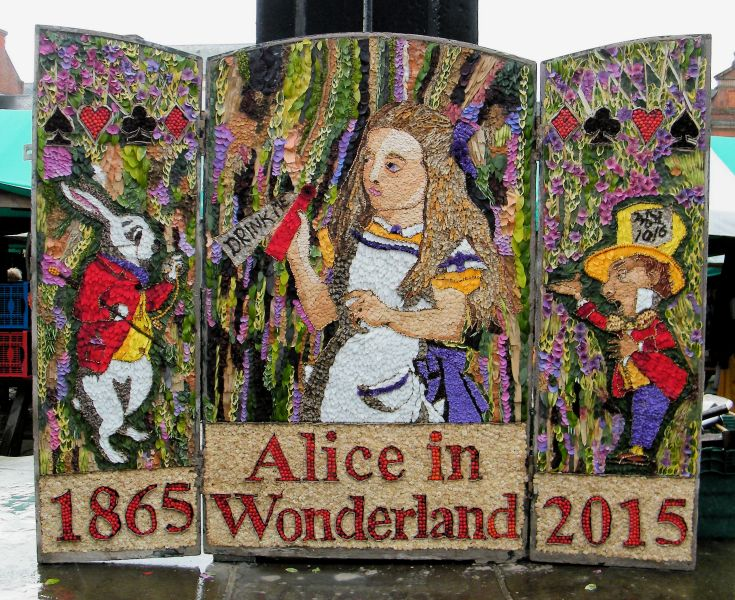 Chesterfield 2015 - Market Place Well Dressing