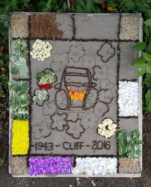 "Etwall 2017 - ""Have-a-Go"" Demonstration Well Dressing (3)"