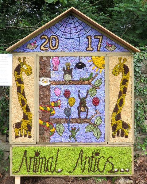 Hathersage 2017 - School Well Dressing