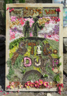 Family Tree Well Dressing