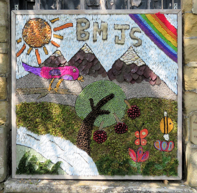 Bakewell 2019 - Junior School Well Dressing